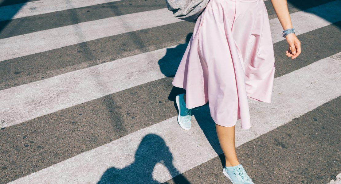 Top 5 modele adidasi pe care să le porți cu rochii de vară